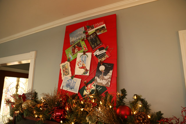 red holder for Christmas cards with star-shaped twine