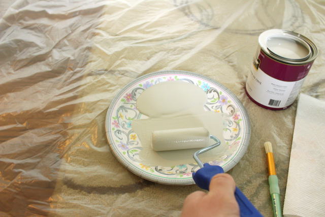 foam roller paint on paper plate