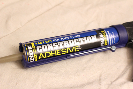 Polyurethane Construction Adhesive Loaded in Caulk Gun