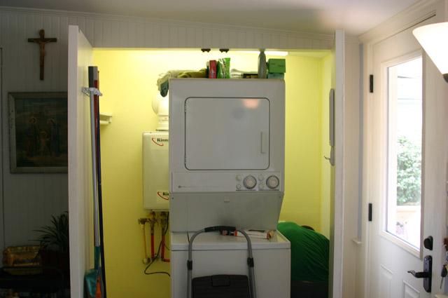 washer dryer yellow room laundry closet