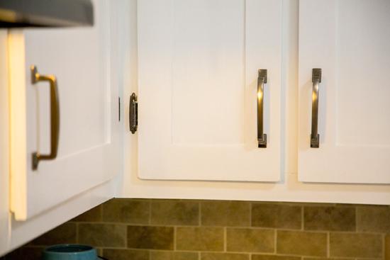 Updated Hardware on White Shaker Kitchen Cabinet Doors