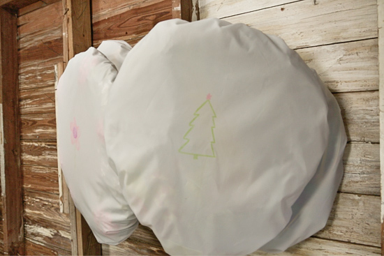 DIY Covers to Hang and Protect Holiday Wreaths