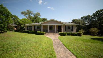 1950s Ranch Brick Home on Corner Lot Pristine Condition