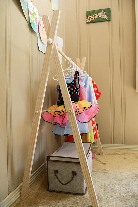 Details on DIY Rack for Dress Up Clothes